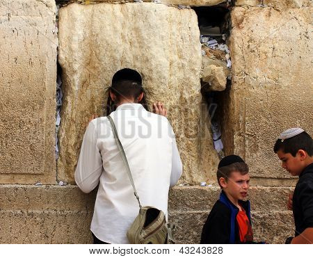 Jewish Worshipers  Pray At The Wailing Wall