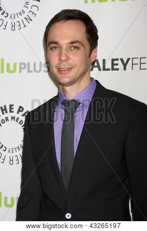 LOS ANGELES - 13 de MAR: Jim Parsons chega no