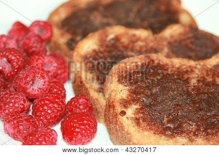 Cinnamon toast with raspberries