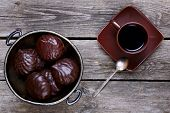 picture of melchior  - Bowl with marshmallows in chocolate and coffee on a gray wooden background - JPG
