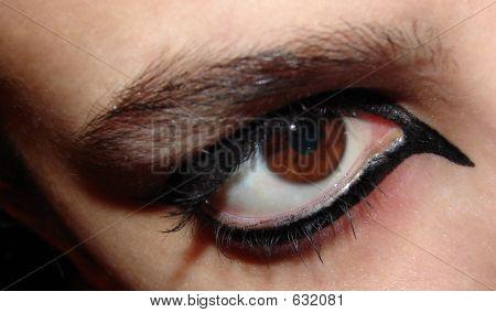 Eye Staring - Glam Makeup