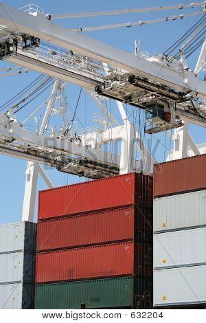 Cranes & Cargo