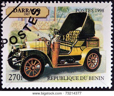 BENIN - CIRCA 1998: A stamp printed in Benin shows vintage car circa 1998