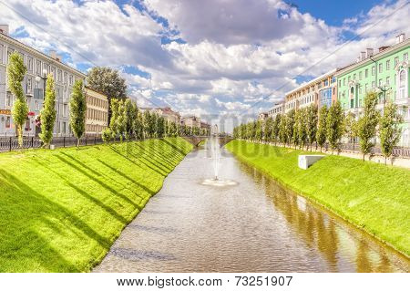 River Fountain Lawn Summer Kazan