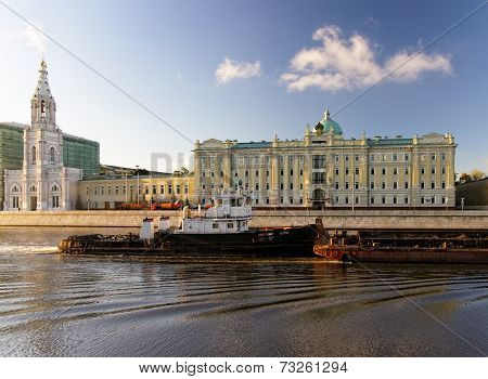 Russia, Moscow The Moscow River In Front Of Major Russian Oil Company Rosneft HQ August 16, 2014