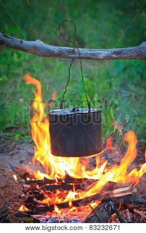 Smoked tourist kettle on fire in camp