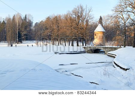 Pavlovsk.  Pil tower and Pilbashenny Bridge in winter