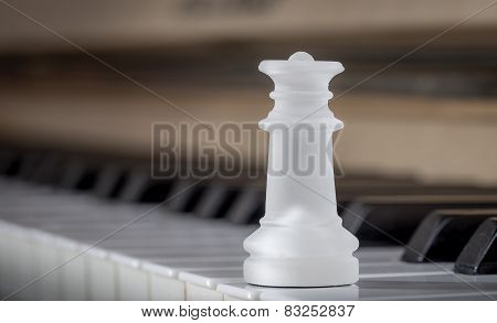 Glass chess queen on the piano (matte)