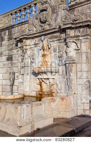 Rua Escura Fountain located near the Porto Cathedral and the pillory. 17th century architecture. Porto, Portugal. Unesco World Heritage Site