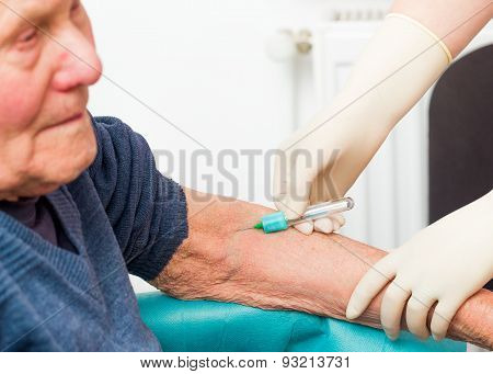 The Importance Of Blood Testing In Elderly