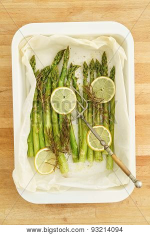 Green Asparagus With Lemon Slices