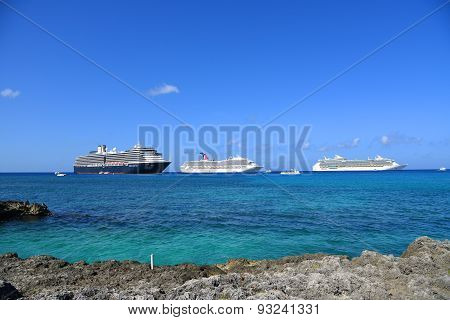 Cruise Ships in Cayman Islands