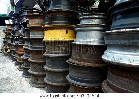 Used and surplus tire rims