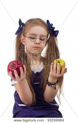girl chooses apples