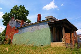 pic of house representatives  - Collapsing and abandoned house representing an economic depression - JPG