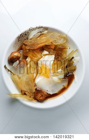 Egg with onions and croutons.
