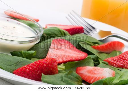 Spinach And Strawberries Salad