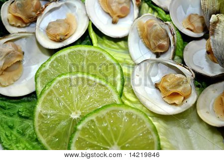 Clams with Sliced Lime