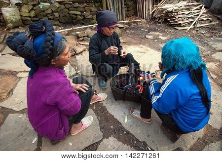 SAPA, VIETNAM, March 13, 2016 Women's groups, ethnic Hmong, high mountains, Sapa, Vietnam, sitting embroidered brocade