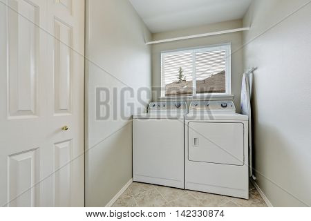 Small Laundry Room With Old Fashioned Appliances.