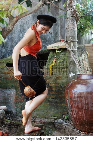 BAC Ninh, Vietnam, July 22, 2016 girls, rural Bac Ninh, Vietnam, wash feet
