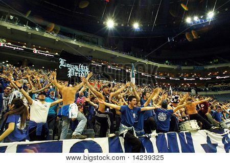 Prag, Tschechische Republik 5. April: Iraklis Team Unterstützer sehen das Volleyball-Spiel der letzten vier ce