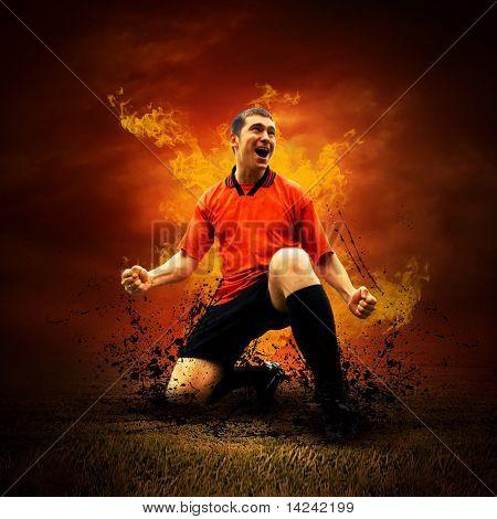 Futbolista en llama de fuego en el campo al aire libre