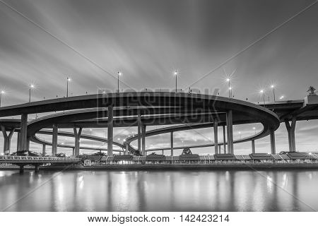 Black and White, Round highway interchange waterfront