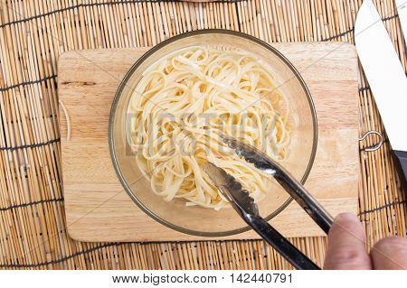 cooking oil to Spaghetti with tongs / cooking spaghetti concept