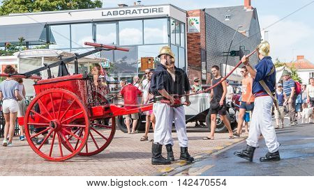 Firefighters Have An Antique Pump Early 20Th Century