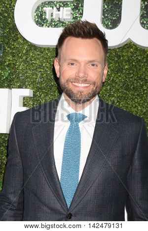 LOS ANGELES - AUG 10:  Joel McHale at the CBS, CW, Showtime Summer 2016 TCA Party at the Pacific Design Center on August 10, 2016 in West Hollywood, CA