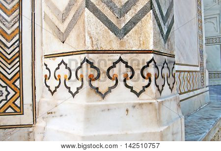 Taj Mahal building details at Agra, India