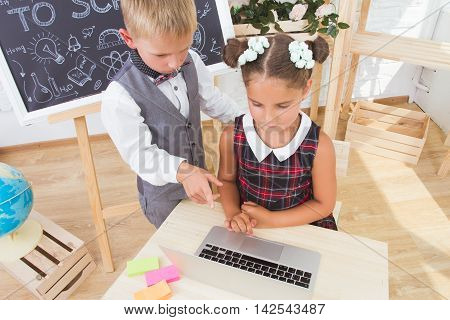 Students during a lesson study on the laptop. Technological education . Children's knowledge