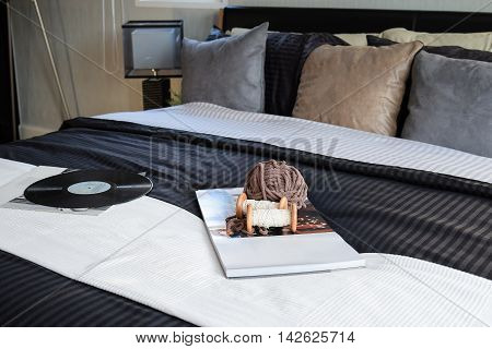Modern Black Tone Bedroom Decorative With Book, Crochet And Gram