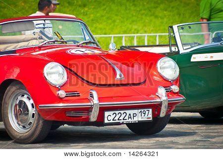 Rote Porsche-Cabrio-d-1958