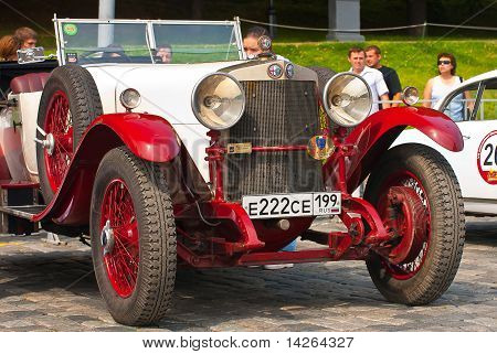 Red-withe Alfa Romeo 24hp