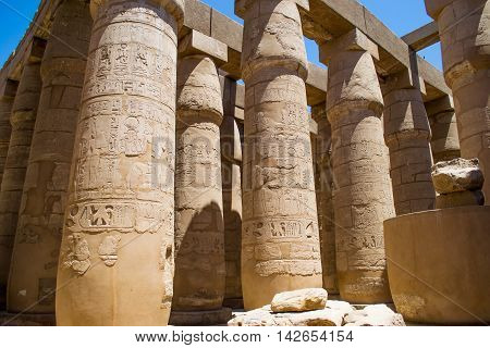 Photo the Columns of Great Hypostyle Hall, Luxor Karnak temple, Egypt Africa