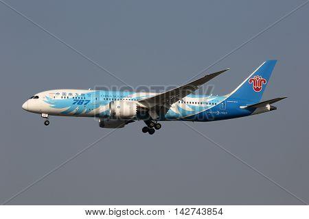 China Southern Boeing 787-8 Dreamliner Airplane Shanghai Hongqiao Airport