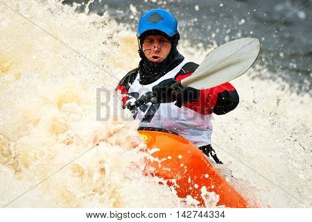 Kayak freestyle on whitewater in Russia, Msta may 2010