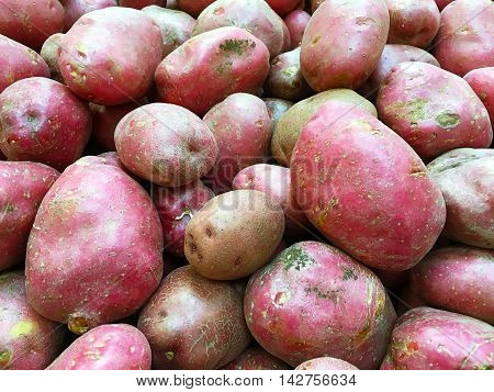 Bulk red potatoes in the supermarket store