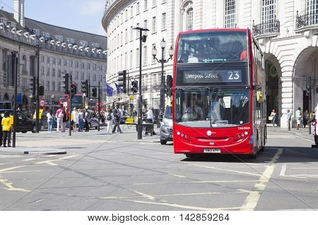 Bus To Liverpool Street Driving Though Piccadilly Circus