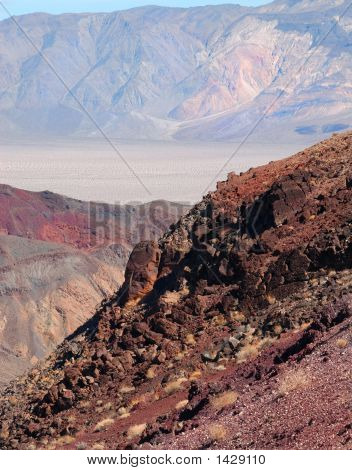 Muchos colores hermosos del Parque Nacional Death Valley en California, Estados Unidos