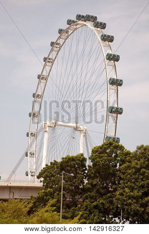 Views of the Singapore wheel from Marina Bay