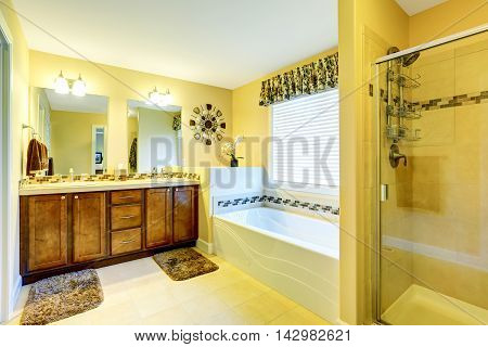Luxury Beige Bathroom With Vanity Cabinet And Bath Tub