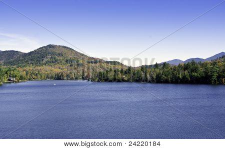 Caer en las montañas de Adirondack