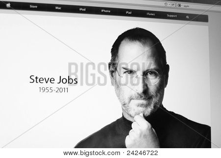 PALO ALTO, CA - 5 de OCT: Sitio web de Apple rinde homenaje al fundador y CEO, Steve Jobs, quien falleció en