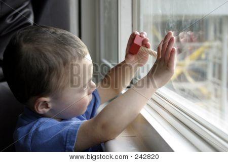 Niño y su atención sin repartir
