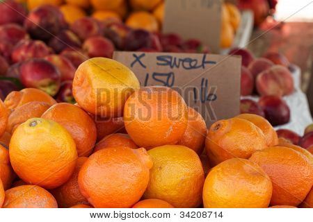 Oranges at the farmer's market