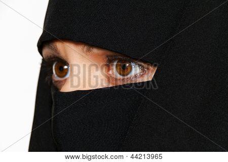 symbolfoto islam. muslim women wearing the burqa is veiled.