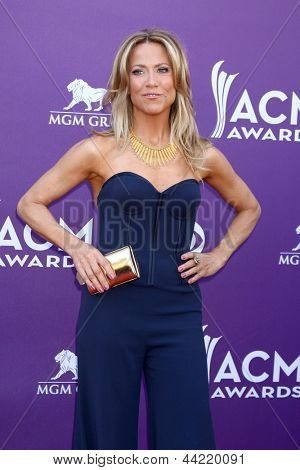 LAS VEGAS - MAR 7:  Sheryl Crow arrives at the 2013 Academy of Country Music Awards at the MGM Grand Garden Arena on March 7, 2013 in Las Vegas, NV
